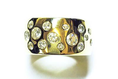 Gelbgoldring mit Diamanten